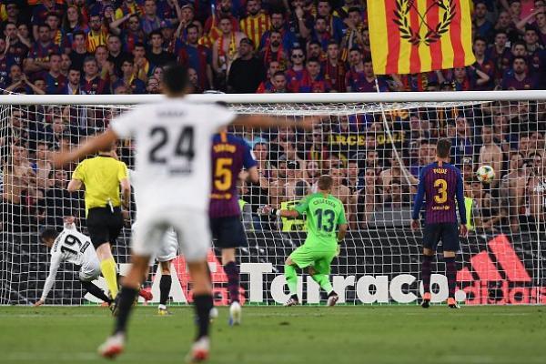 بالفيديو.. فالنسيا يقهر برشلونة ويحرمه من كأس الملك