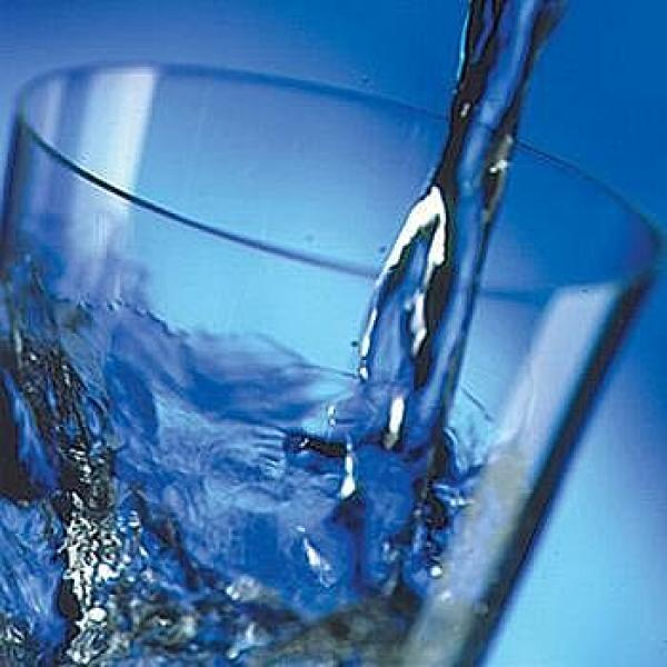 مطعم يقدم مياهاً صالحة للشرب معاد تدويرها من المراحيض