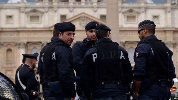 صادم... مهاجر مغربي يقتل والدته الخمسينية بطريقة لا تصدق والشرطة الإيطالية تسابق الزمن لاعتقاله!