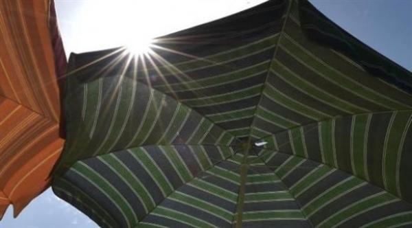 هذه المظلة تحميك من الأشعة فوق البنفسجية