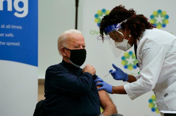 جو بايدن سيحصل على جرعة معززة من اللقاح المضاد لكوفيد 19 الإثنين