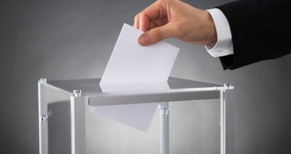 """""""شقير"""": التركيز على الفصل 47 من الدستور دليل على تخوف حزبي """"الحمامة"""" و""""الجرار"""" من هيمنة """"البيجيدي"""" على الانتخابات المقبلة"""