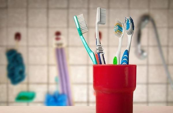ما هي الطرق الصحيحة  لتخزين فرشاة الأسنان ؟