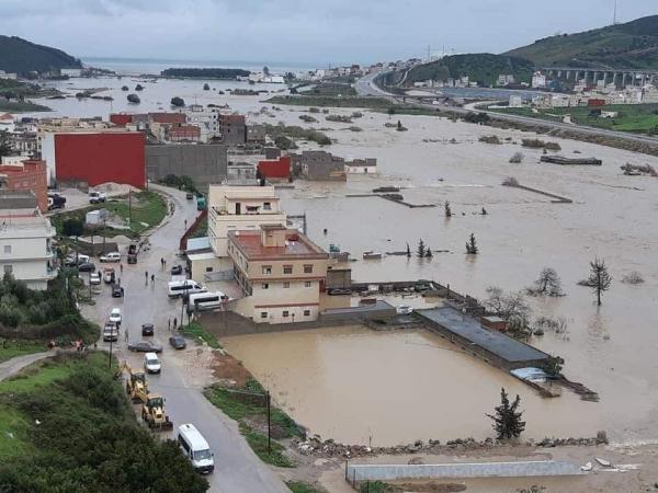 بالصور والفيديو: السيول تغمر القصر الصغير ومخاوف من تكرار سيناريو تطوان