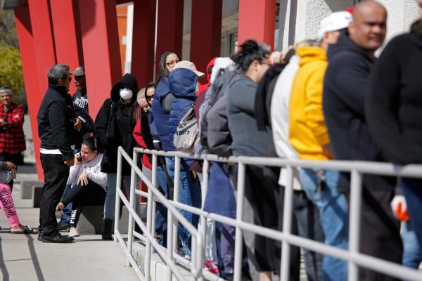 """أكثر من 15 مليون عاطل عن العمل في الولايات المتحدة بسبب """"كورونا"""""""