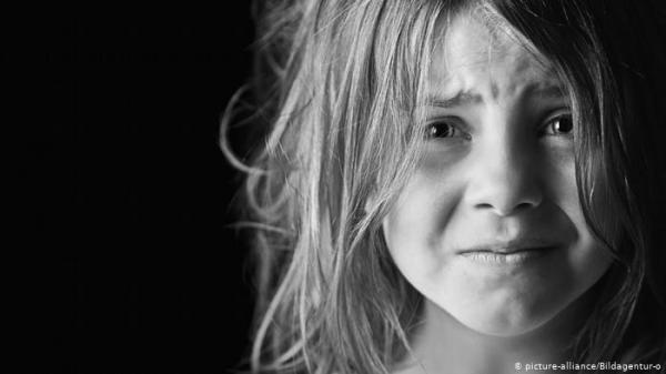 دراسة: الأم المعنفة في طفولتها قد تنقل مشاعر الخوف لأطفالها