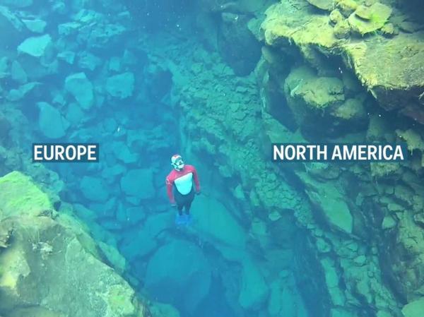 لقطات مذهلة لغواصين يسبحون في أصفى مياه بالعالم توجد بين قارتين (فيديو)
