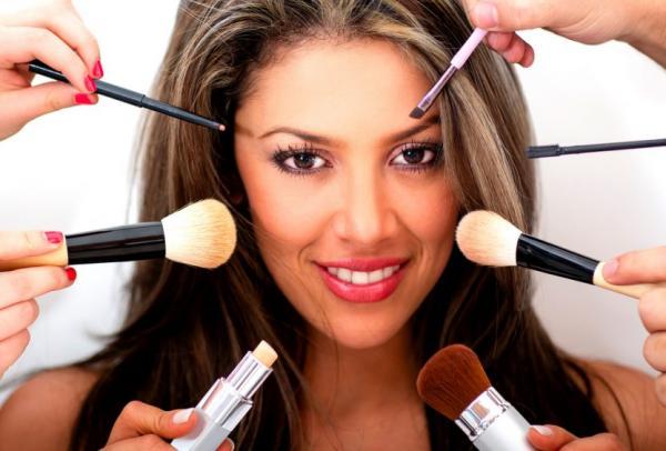 هل يسبب استعمال مستحضرات التجميل في أضرار للجسم؟