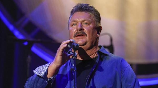 وفاة المغني الأمريكي جو ديفي جراء فيروس كورونا
