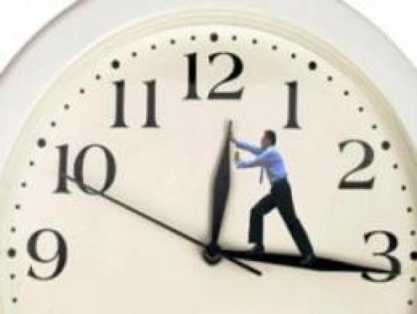 """العودة إلى الساعة القانونية للمملكة...فريق """"البام"""" بمجلس النواب يتجه نحو طرح مقترح قانون"""