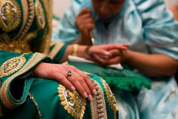 """السلطات الأمنية بطنجة تداهم حفل زفاف """"سري"""" استعملت فيه الشهب الاصطناعية والعريس قد يواجه تهما ثقيلة"""