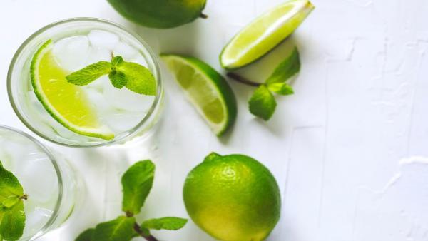 هل يفيد ماء الليمون في علاج رمل وحصوات الكلى؟