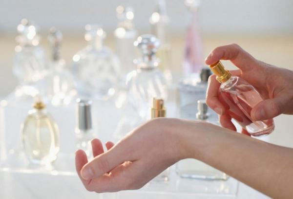 كيف تجعلين رائحة عطرك أقوى؟