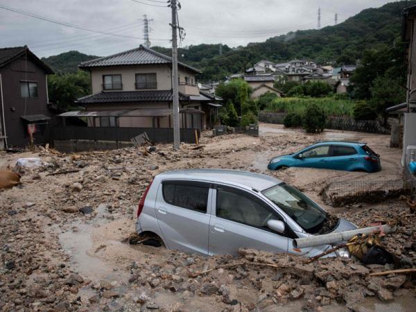 اليابان تغرق.. أكثر من 100 قتيل و إجلاء ملايين المواطنين بسبب فيضانات غير مسبوقة (فيديو)