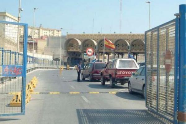 """ردا على منع التهريب...حكومة سبتة المحتلة قد تتخذ قرارا """"عقابيا"""" سيحرم آلاف المغاربة من مصدر قوتهم اليومي"""