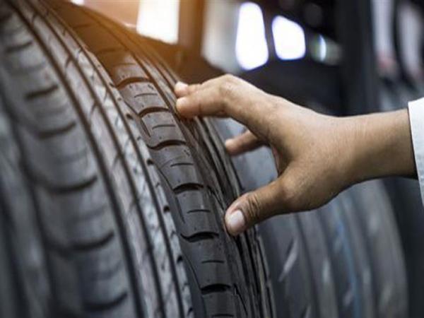 هذه أبرز المؤشرات التي تدل على ضرورة تغيير إطار السيارة فورا