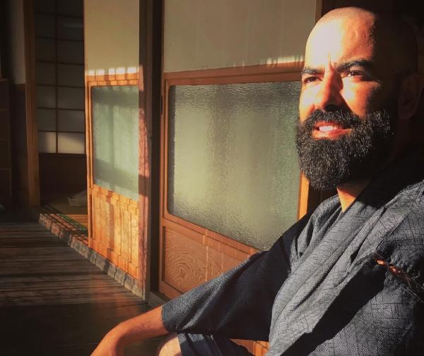 """من اليابان: الفنان المغربي """"حميد الحضري"""" يعيد """"برمجة العالم"""" تزامنا مع """"كورونا"""" (فيديو)"""