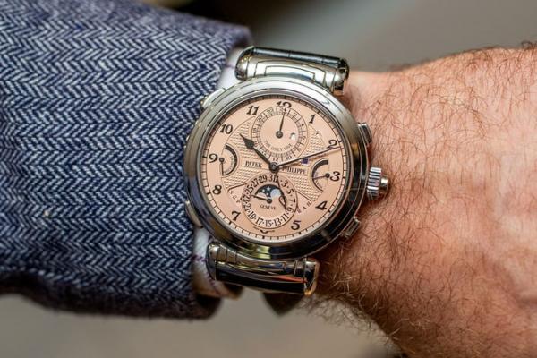 """تعرف على أغلى ساعة يد في تاريخ البشرية...اشتراها """"مجهول"""" بسعر لا يقبله عقل"""