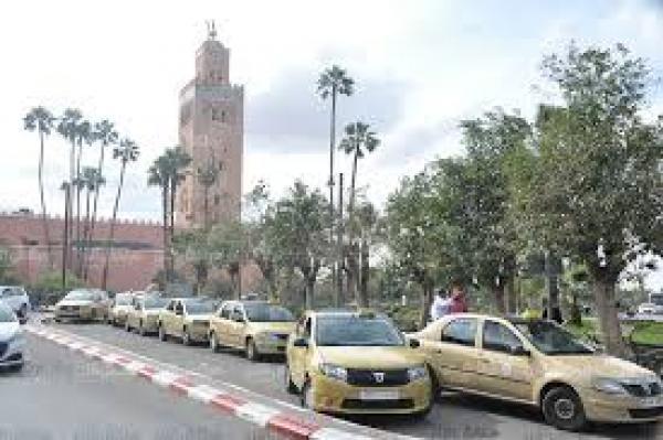 احتجاجات على ممارسات بعض سائقي سيارات الأجرة بمراكش (فيديو)