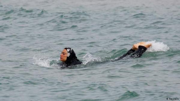 """ألمانيا: حمام سباحة """"للمسلمين فقط""""؟"""
