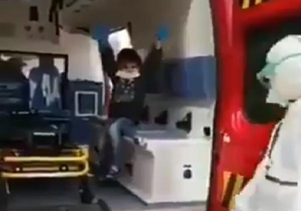 مؤثر: إدخال طفل مغربي مصاب بكورونا إلى الحجر الصحي (فيديو)