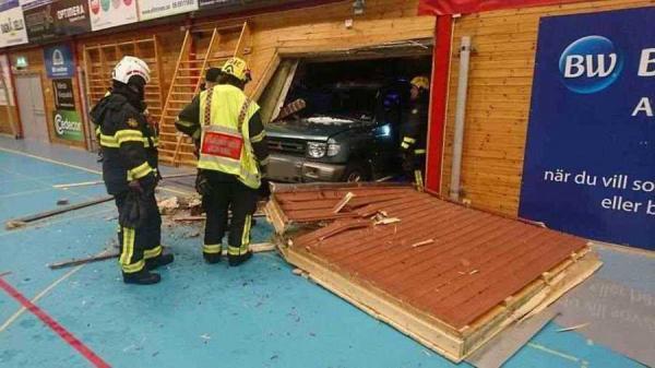 السويد.. النيابة تأمر بتوقيف شخص اقتحم صالة رياضية بسيارته