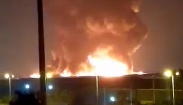 حريق مهول يلتهم مستودعات بالمنطقة الصناعية للدار البيضاء وحديث عن خسائر فادحة