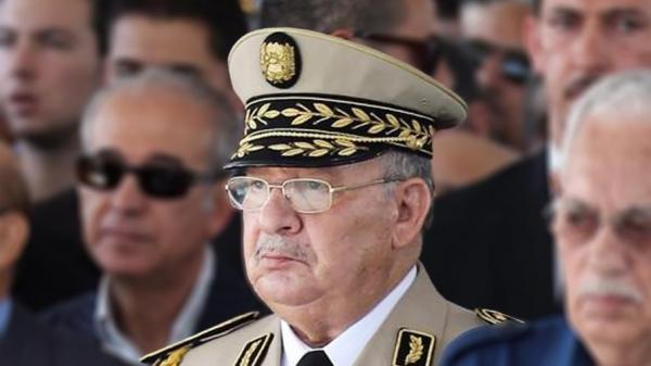 """ماذا تقول المادة 102 من الدستور الجزائري التي طالب رئيس الأركان بتطبيقها لإعفاء """"بوتفليقة"""" من مهامه؟"""