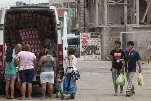 سفارة المغرب في الأرجنتين تقدم مساعدات غذائية لفقراء بوينوس آيريس