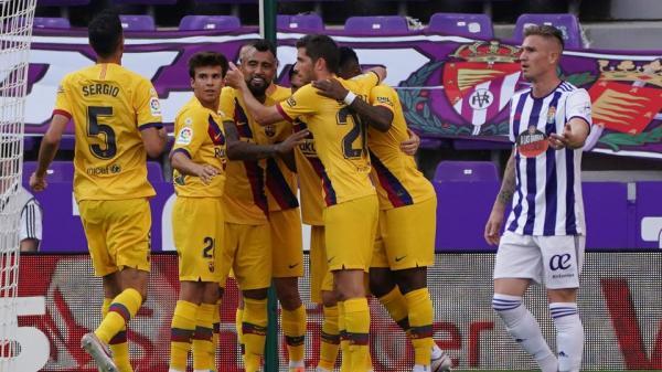 برشلونة يواصل مطاردة الريال بفوز صعب على بلد الوليد