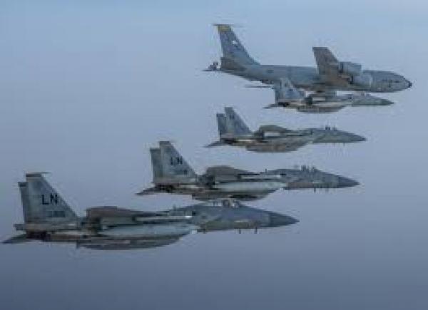 مقاتلات سعودية أمريكية تحلق فى سماء الخليج.. ما السبب؟