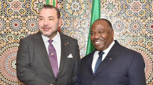 """الملك محمد السادس يزور الرئيس الغابوني """"المريض"""""""