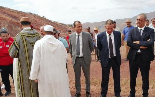 لقجع وعامل الحسيمة يحضران تشييع جثمان والد نجم الـPSV محمد إيحاتارن (صور)