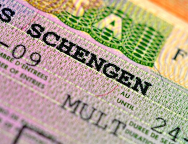 بعد تعليقها بسبب الجائحة ... فرنسا تعيد إصدار تأشيرات لمّ شمل الأسر المغربية