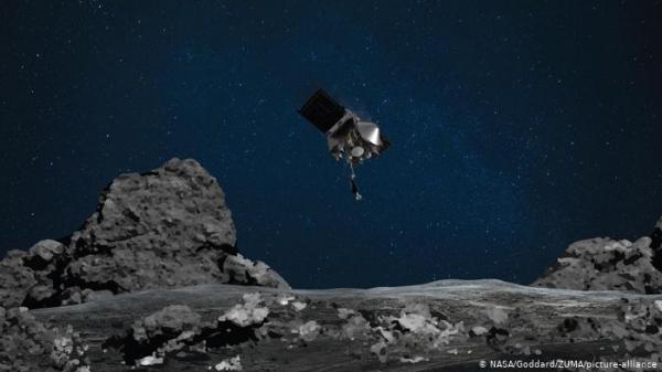 كما في أفلام الخيال العلمي.. مسبار يلتقط عينة صخور من الكويكب بينو