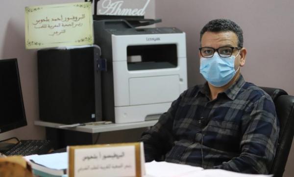 """البروفسور """"أحمد بلحوس"""": 10 أخطاء في تدبير الجائحة بعد تجاوزنا لـ100 ألف حالة"""