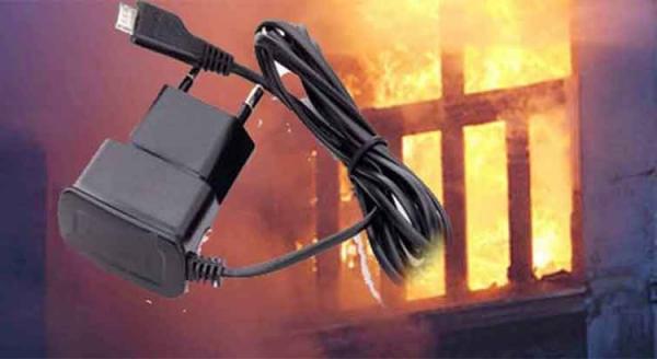 """عاجل... """"شارجور"""" يتسبب في حريق مهول بشقة سكنية ونجاة رجل من الموت"""
