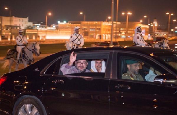 """القطريون يهللون لزيارة الملك محمد السادس ويصفونه ب""""كاسر الحصار"""""""