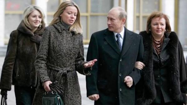 عاجل...الرئيس الروسي يعلن رسميا عن تسجيل أول لقاح ضد كورونا ويؤكد تطعيم ابنته به