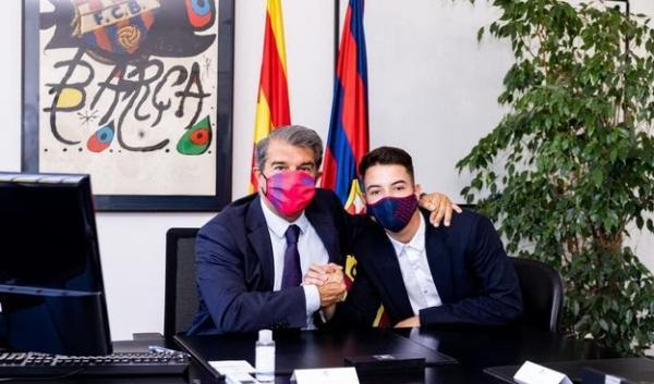 برشلونة يجدد عقد الموهبة المغربية زكريا غيلان حتى عام 2024(صورة)