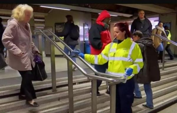 بريطانيا: السجن عامين لكل من يسعل في وجه رجال الشرطة أو الطوارئ