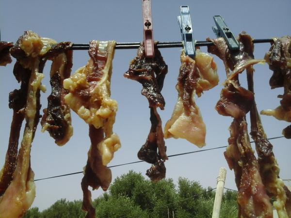 """عيد الأضحى بالدار البيضاء .."""" القديد"""" عادة متوارثة لحفظ لحم الأضحية"""