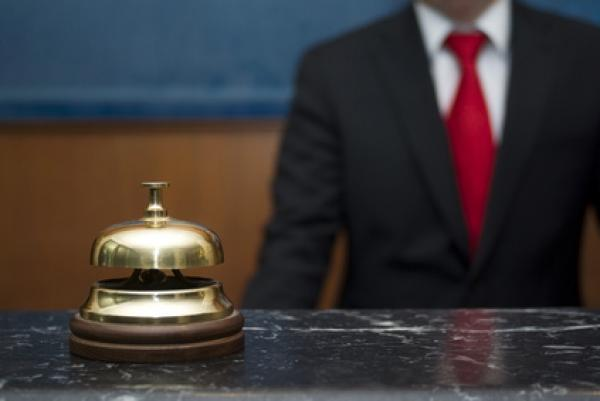 قصف وزيرة السياحة والسبب تفويت المعاهد الفندقية للخواص
