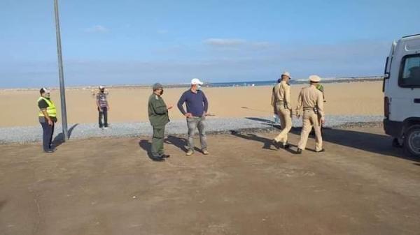 سلطات سلا تغلق شاطئ المدينة بسبب كورونا