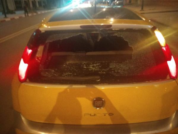 """إعتقال """"مشرمل"""" """"حايح"""" بالشارع العام وكسر 3 سيارات ورشق رواد مقهى بالحجارة (صور حصرية)"""