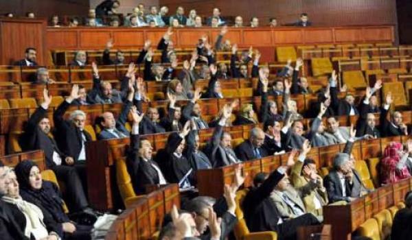 فضيحة سياسية...اشتباك بالأيدي بين برلمانيين تحت قبة مجلس النواب وهذه التفاصيل