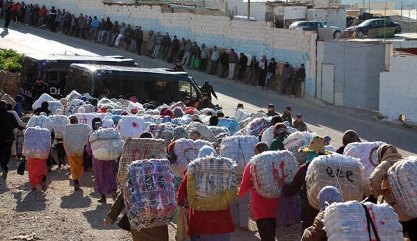 السلطات المغربية تبدأ فعليا إجراءات إغلاق معبر باب سبتة بشكل نهائي وتجد حلا لممتهني التهريب المعيشي