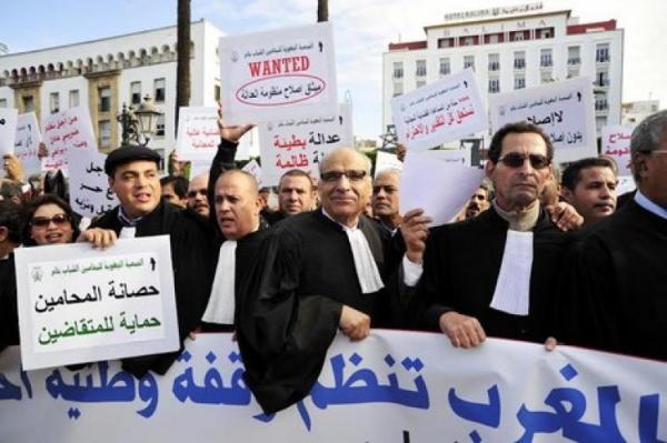 المادة 9 تدفع المحامين بالمغرب للاحتجاج أمام البرلمان