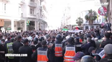 مغاربة يرفعون شعارات قوية بالبيضاء تضامنا مع القدس الشريف وسط تدخل القوات العمومية