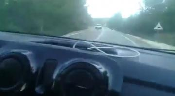 """شاهد ماذا وقع لسائق طالق أغاني """"الشعبي"""" أثناء سياقة سيارة الداسيا"""